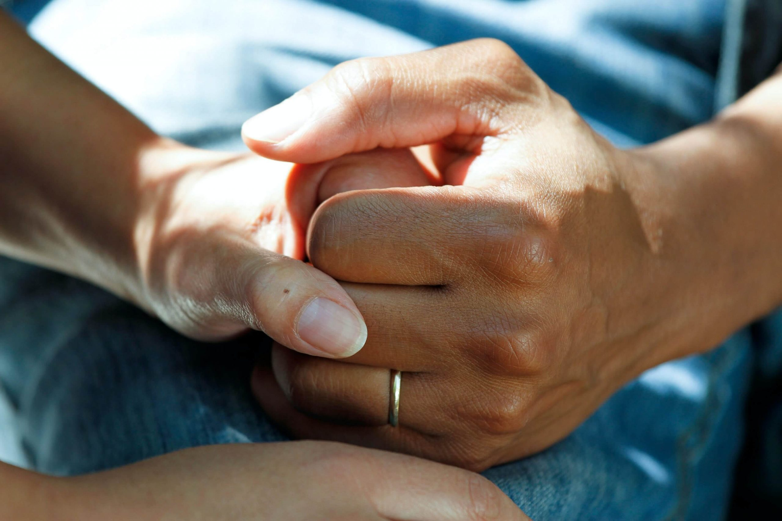 holding hands_it