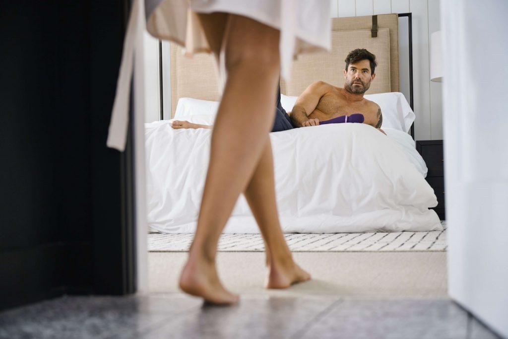 uomo nel letto